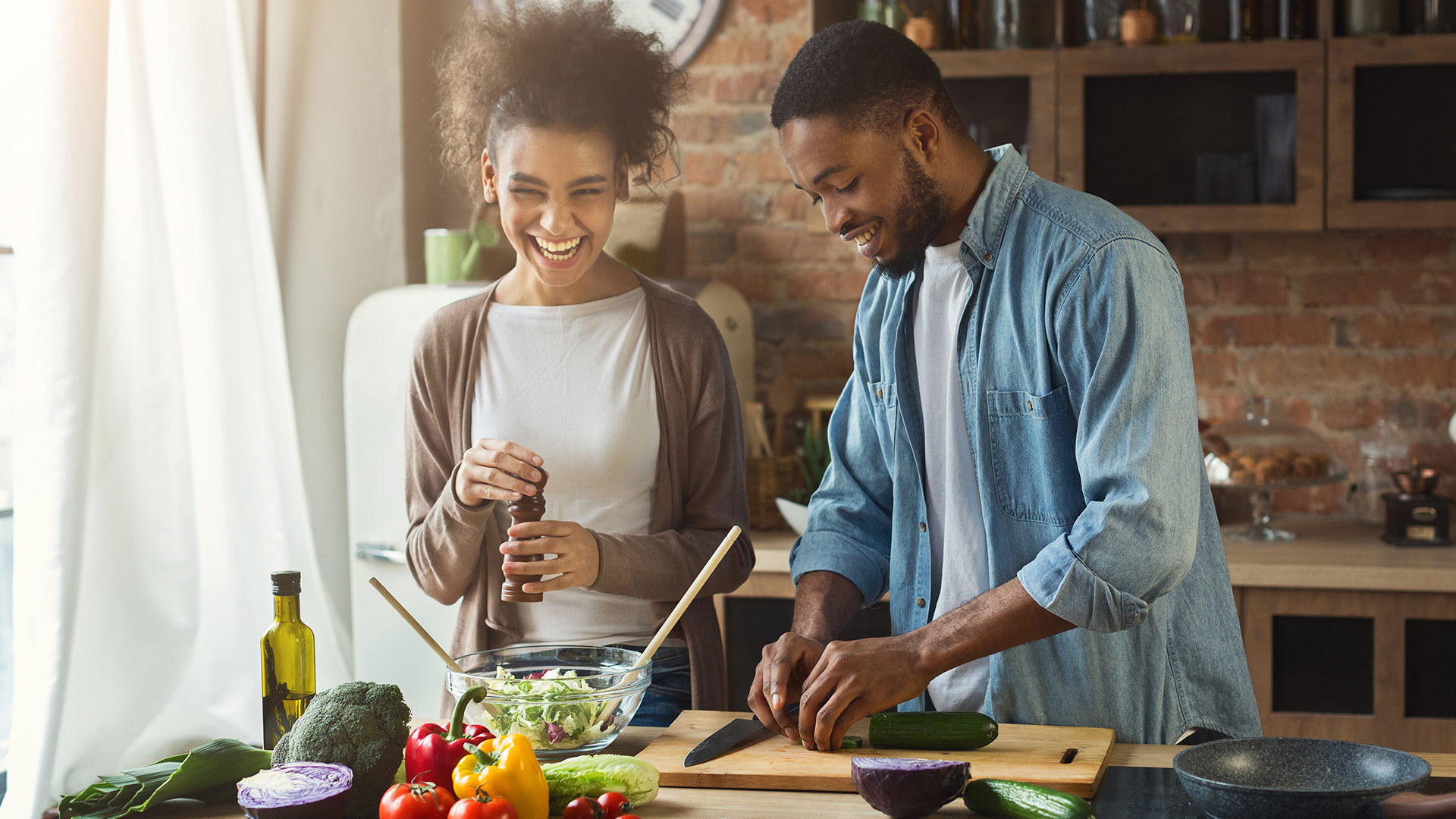 Getting a full meal delivered right to your doorstep sure sounds good. But can a meal delivery service also pay off nutritionally?